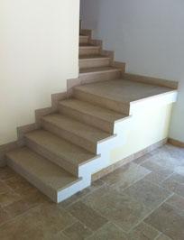 Pose de pierres sur un escalier